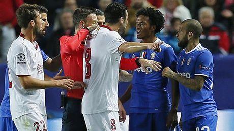 5 diem nhan Sevilla 1-3 Juventus: Mark Clattenburg va nhung quyet dinh gay tranh cai - Anh 1