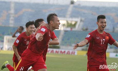 Chum anh: DT Viet Nam 'quat nga' Malaysia gianh ve vao ban ket - Anh 8