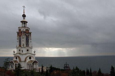 Canh sac cuoi thu say long nguoi o Crimea - Anh 4