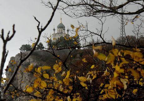 Canh sac cuoi thu say long nguoi o Crimea - Anh 9