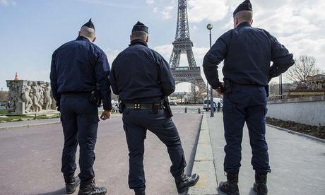 Hai nu du khach bi cuop 5 trieu euro sau khi roi san bay Paris - Anh 1