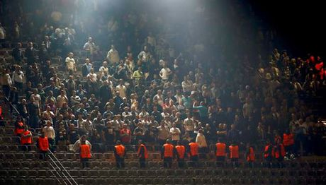 Dortmund thang 'dien ro' truoc CLB Ba Lan - Anh 2