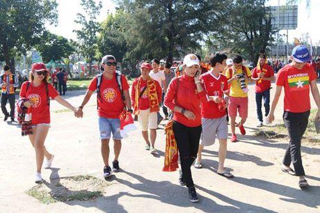 Trong Hoang lap cong, tuyen Viet Nam dat mot chan vao ban ket AFF Cup 2016 - Anh 21