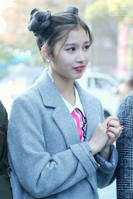 "Nu idol xu Han ""phat cuong"" voi bui toc ""Na Tra"" - Anh 7"