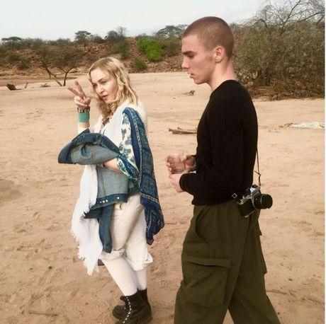 Con trai Madonna bi bat vi tang tru can sa - Anh 2