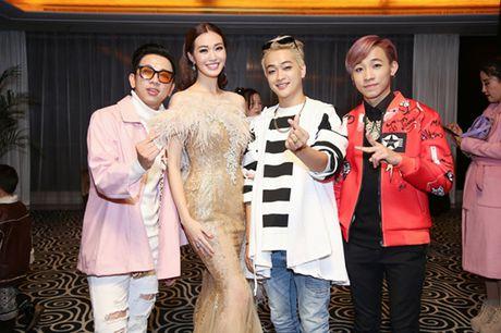 Khanh My cung nhom HKT ra mat phim o Trung Quoc - Anh 3