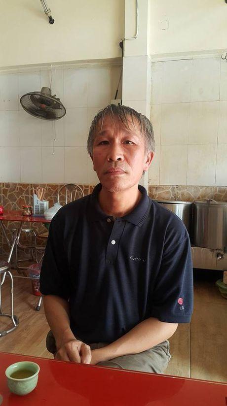 'Lao khung' tuoi 65 va 10 nam tinh nguyen lam 'hiep sy giao thong' - Anh 1