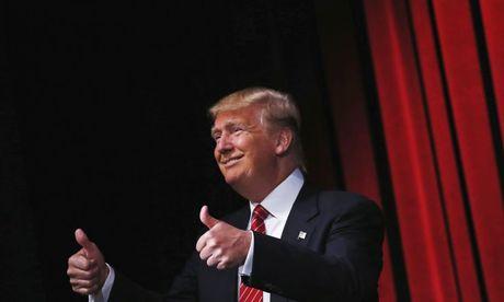 Donald Trump chi mat, mang xoi xa gioi truyen thong trong cuoc hop - Anh 1