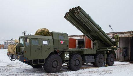 Phao phan luc BM-30 Smerch la con ac mong cua moi loai tang - Anh 3