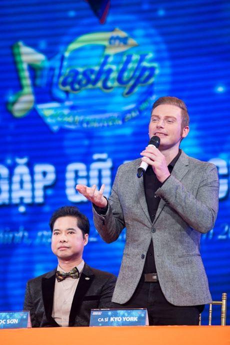 Thanh Duy Idol lam MC trong 'Hoan chuyen bat ngo' - Anh 1