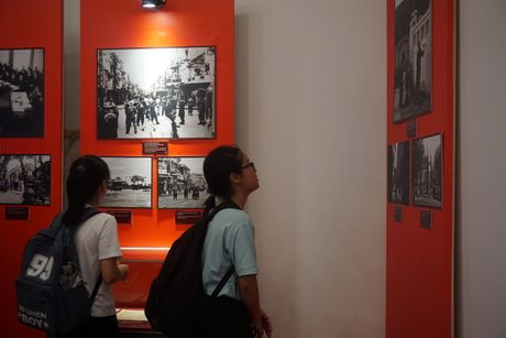 Lac vao goc pho mua dong Ha Noi nam 1945 - Anh 7