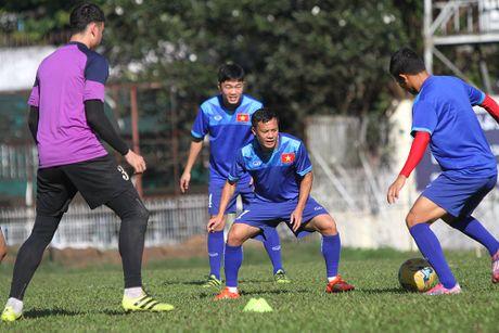 Cong Phuong no luc luyen tap de hy vong duoc da chinh gap Malaysia - Anh 10