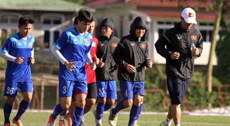Cong Phuong no luc luyen tap de hy vong duoc da chinh gap Malaysia - Anh 1