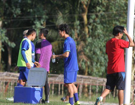 Cong Phuong no luc luyen tap de hy vong duoc da chinh gap Malaysia - Anh 6