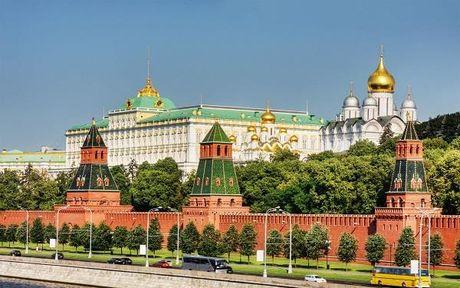 Dien Kremlin phu nhan quan diem kinh te Nga 'dang trai qua con nhoi mau co tim' - Anh 1