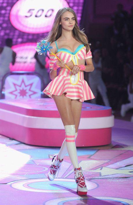Victoria's Secret 2016 moi Cara Delevingne trinh dien, khong can casting - Anh 1