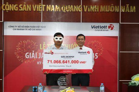 Vietlott chung minh da chuyen tien cho 3 nguoi trung doc dac - Anh 1