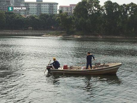 Nguoi dan phong doan nguyen nhan bao cao su noi trang ho Linh Dam - Anh 5
