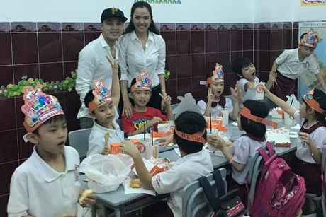 Ung Hoang Phuc lam sinh nhat cho con trai rieng cua vo - Anh 2