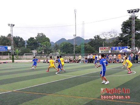 11 doi bong tham gia Giai bong da xa, phuong tinh Nghe An lan thu 2 - Anh 1