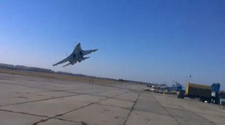 Tiem kich Ukraine bay sat dat, khan gia nam rap xuong de tranh - Anh 1