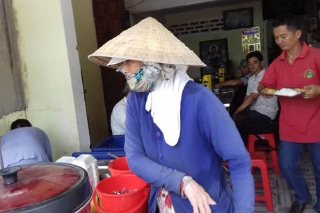 Com 5.000 dong/suat cho nguoi lao dong ngheo - Anh 2