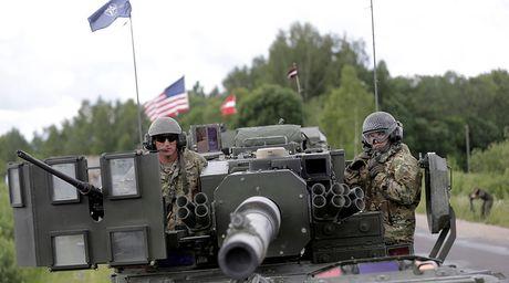 NATO soi suc vi sieu ten lua Nga o Chau Au - Anh 1