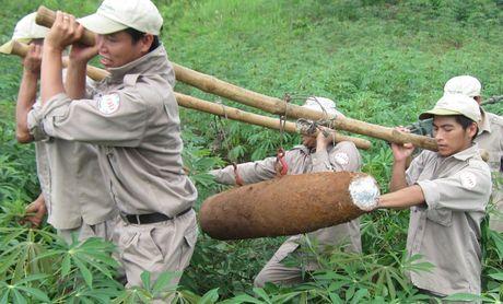 Quang Tri: Phat hien qua bom 'khung' con nguyen kip no o khu vuc bien gioi - Anh 1