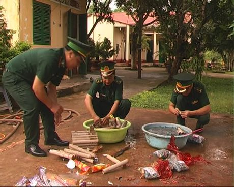 Tieu huy nhieu loai phao buon lau tu Campuchia - Anh 2