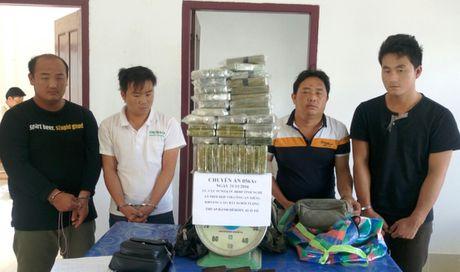 Chan 69 banh heroin chuan bi tuon vao Viet Nam - Anh 1