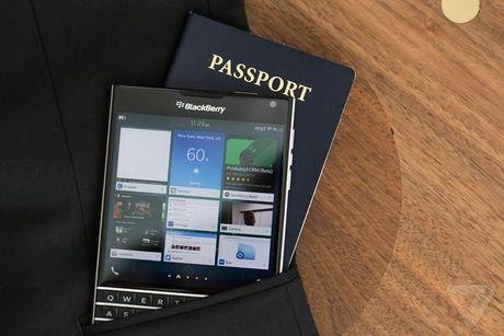 BlackBerry Passport giam gia ky luc con 4,49 trieu dong - Anh 1