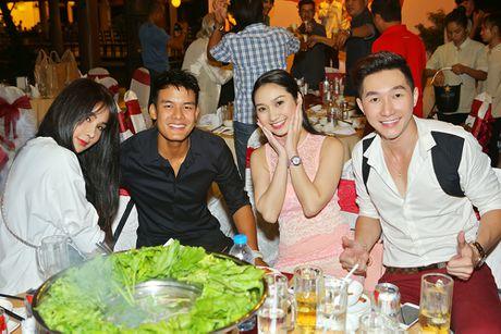 Hoang Phuc hon vo tre tai buoi dong may phim dau tay - Anh 8