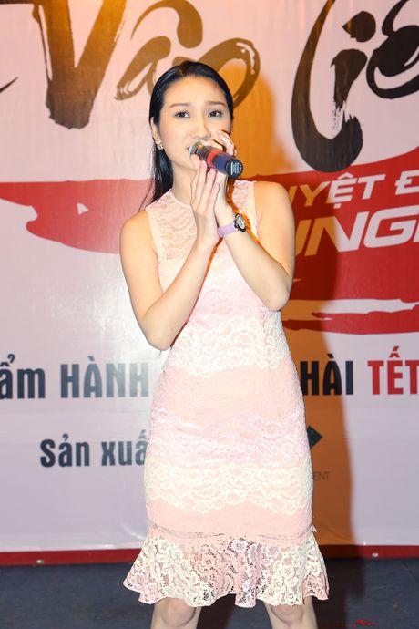 Hoang Phuc hon vo tre tai buoi dong may phim dau tay - Anh 9