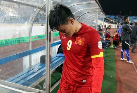 Nam 2014, Cong Vinh, Que Ngoc Hai khoc nuc no vi Malaysia - Anh 1
