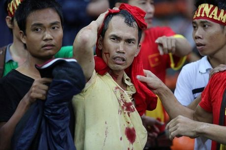 Nam 2014, Cong Vinh, Que Ngoc Hai khoc nuc no vi Malaysia - Anh 2