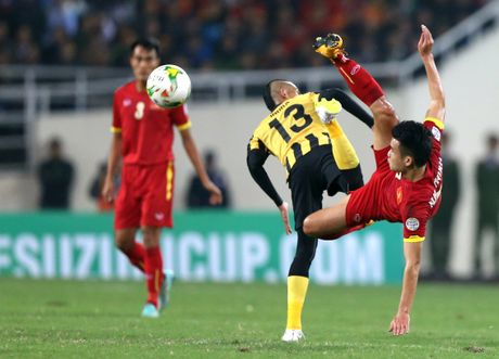 Nam 2014, Cong Vinh, Que Ngoc Hai khoc nuc no vi Malaysia - Anh 3