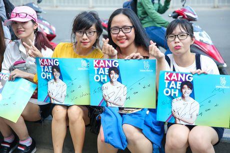 Fan Viet xep hang dai cho gap Kang Tae Oh o Sai Gon - Anh 10