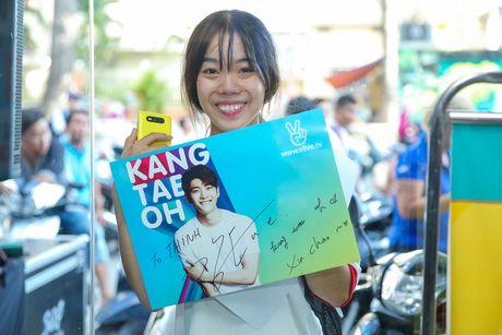 Fan Viet xep hang dai cho gap Kang Tae Oh o Sai Gon - Anh 11