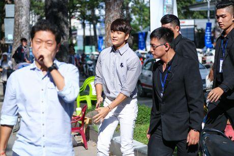 Fan Viet xep hang dai cho gap Kang Tae Oh o Sai Gon - Anh 3