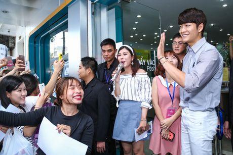 Fan Viet xep hang dai cho gap Kang Tae Oh o Sai Gon - Anh 4