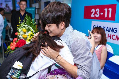 Fan Viet xep hang dai cho gap Kang Tae Oh o Sai Gon - Anh 6