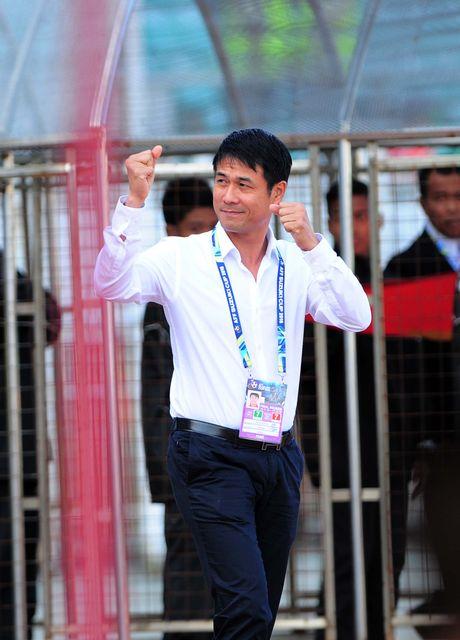 Tuyen Viet Nam thang Malaysia trong tran cau bam dap - Anh 1