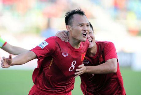 Bo Trong Hoang vui suong khi con trai ghi ban - Anh 1