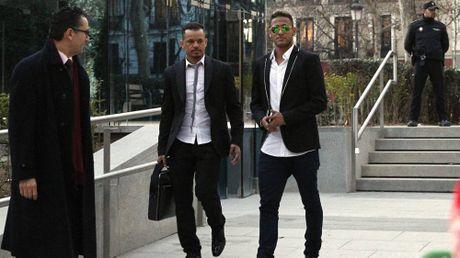 Neymar bi de xuat an tu lau hon Messi - Anh 1