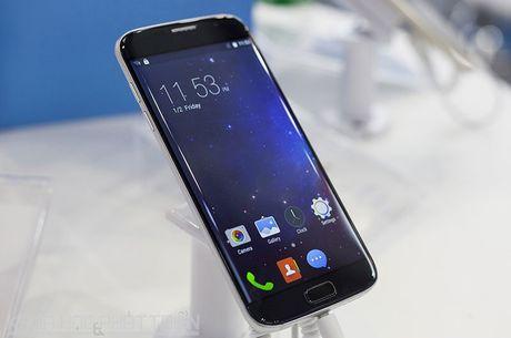 Tren tay smartphone man hinh cong, gia gan 3 trieu dong - Anh 22