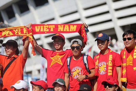 [Anh]: CDV Viet Nam dung hang gio dong ho duoi nang cho tiep lua tuyen Viet Nam - Anh 6