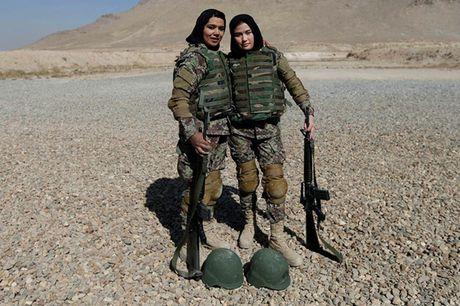 Hinh anh cac nu quan nhan Afghanistan tai noi huan luyen - Anh 15