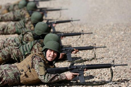 Hinh anh cac nu quan nhan Afghanistan tai noi huan luyen - Anh 4