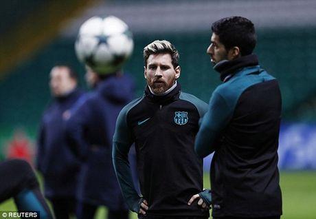 Chum anh: Dan sao Barca kho so trong gia lanh truoc tran gap Celtic - Anh 2