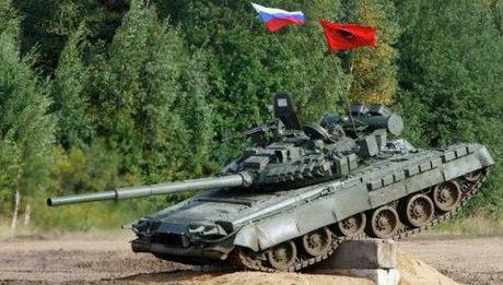 Dau voi NATO, Nga vien toi tang T-80 - Anh 1